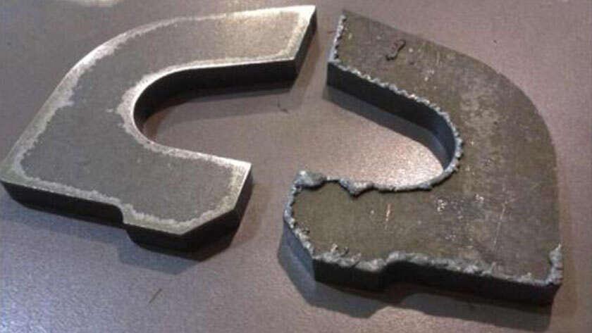 화이버 레이저커팅기는 커팅중 산생하는 글리치를 어껗게 갑소하는지